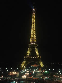 Eiffel Tower at night - Communications in France